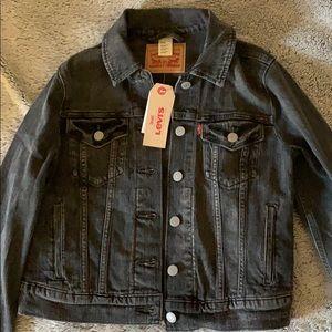 Black denim Levi's jacket